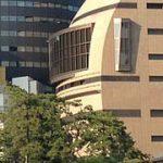 北九州市立美術館分館でも、東西アートの外れた視点を目撃。「見立ての手法-岡崎和郎 Who's Who」